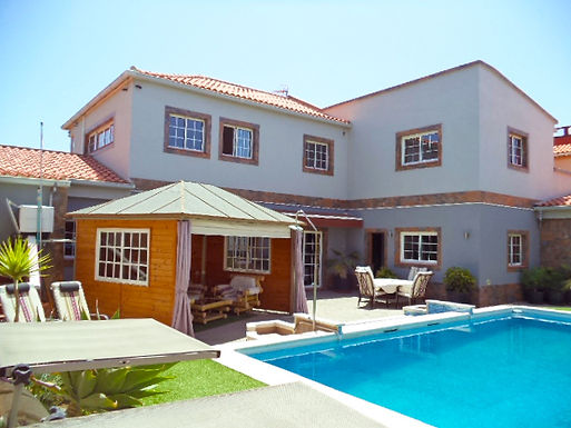 Large, detached hillside villa just 15 minutes from golf courses and the sea