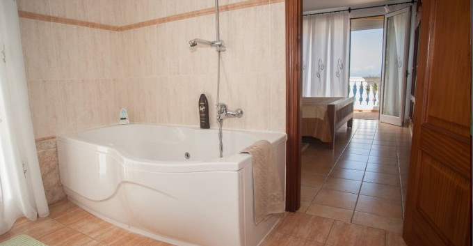 Master bedroom with en-suite.jpg