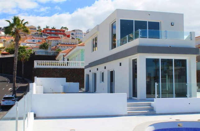 Villa in San Eugenio, Tenerife.jpg