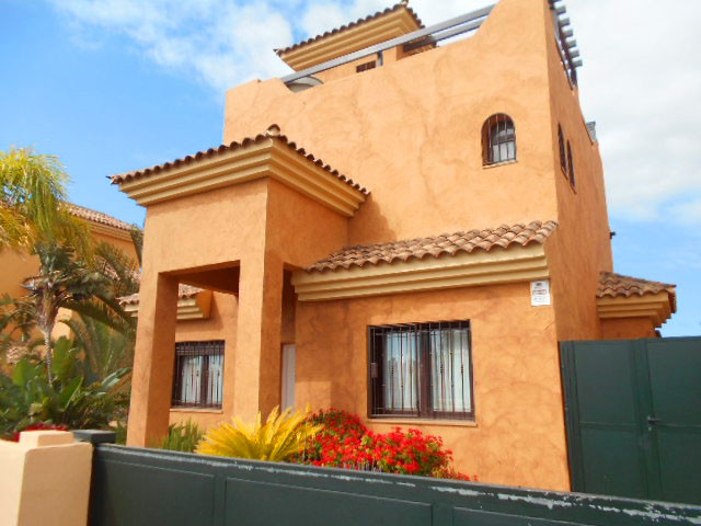 Detached villa in Amarilla Golf