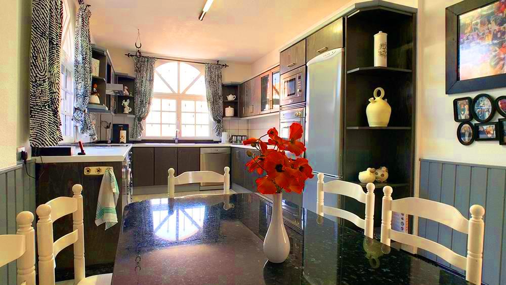 Villa in Callao Salvaje, kitchen-diner.j
