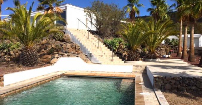 Contemporary villa in Arona.jpg