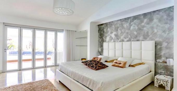 Large master bedroom.jpg