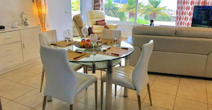 Villa in Chayofa - dining area.jpg
