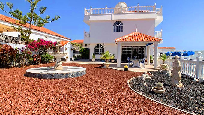 Impressive detached villa in Callao Salvaje