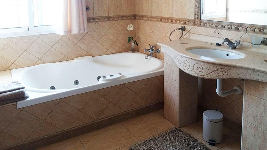 Villa Guapa - bathroom.jpg