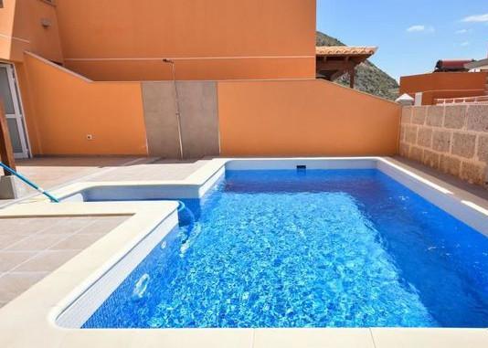 Villa Los Cristianos.jpg