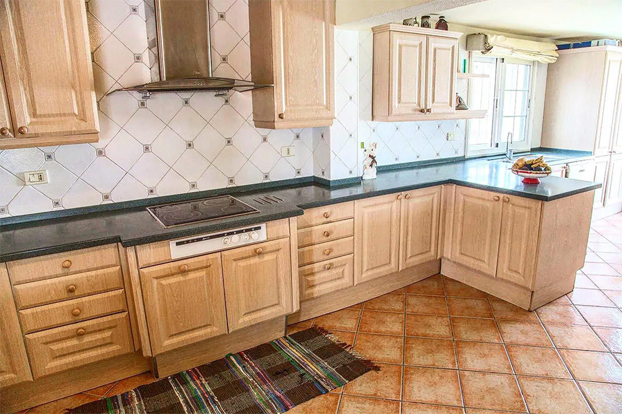 fully fitted kitchen.jpg