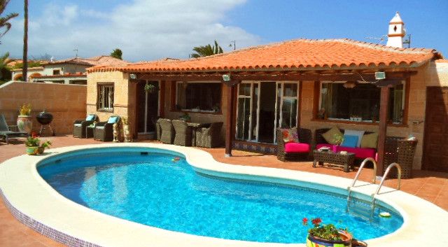 Villa with pool for sale in Amarilla Gol