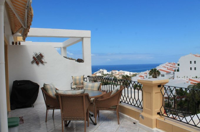 Terrace with views to the sea.jpg
