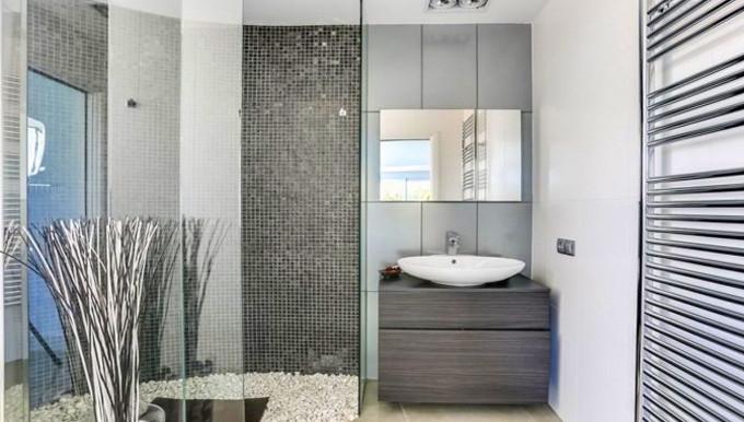 Gurst's bathroom 2.jpg