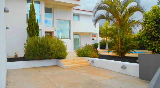 Villa moderna in Amarilla Golf.jpg