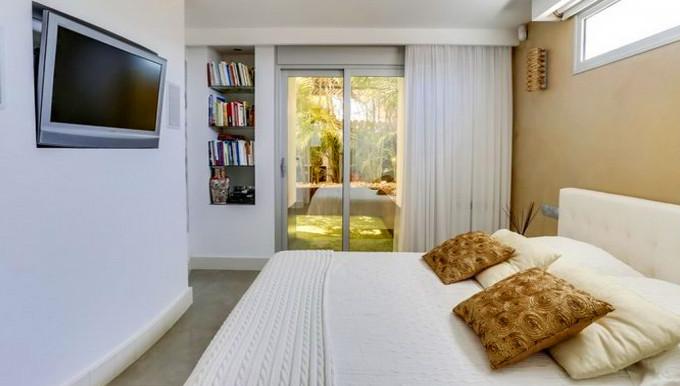 Guest's bedroom 2.jpg