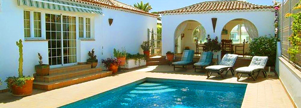 Detached villa with pool in Amarilla Gol