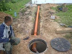 Прокладка канализаионной трубы для наружней канализации своими руками как правильно