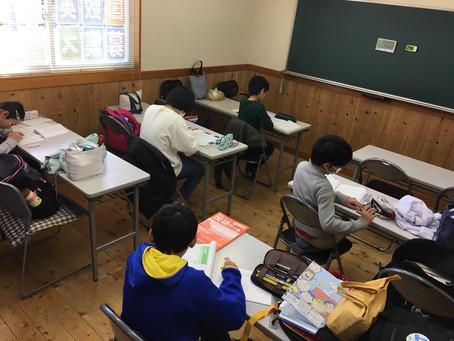 ✏️今日も子供たちが朝から勉強しに来ました📖