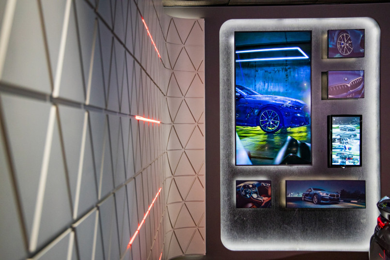 Innovative-interaction_multiscreens wall
