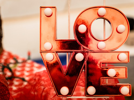 LOVE IS IN THE AIR !!!