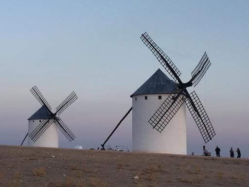 moinhos de vento na paisagem espanhola