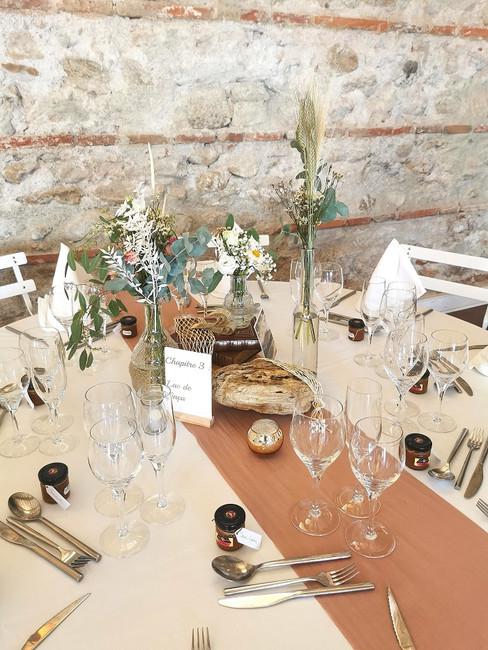 decoration-table-invités-livre-mariage-perpignan (1).jpg