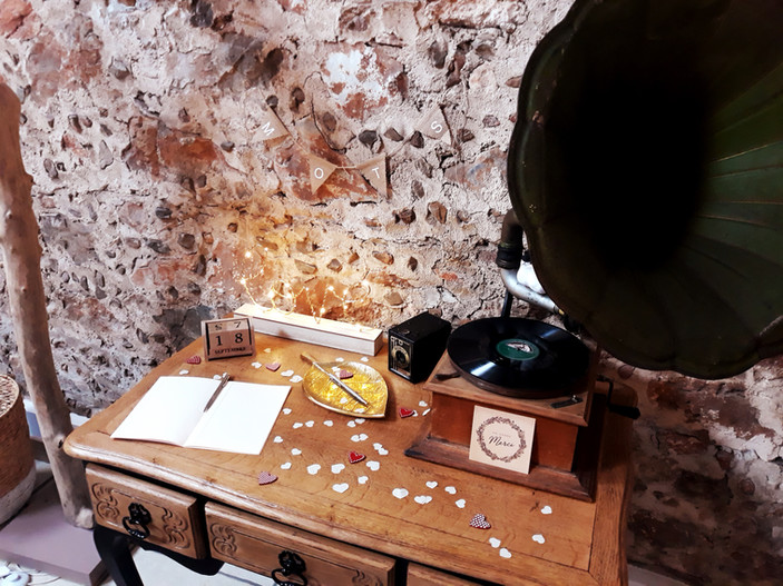 table signatures voeux urne mot mariage écrire musique  décoration decoration mariage wedding evenement perpignan pyrenees orientales 66 vintage deco de lo