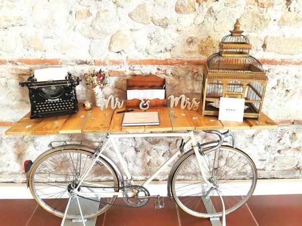 table-signature-urne-vintage-mariage-perpignan.jpg