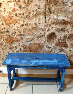 Petit banc en bois bleu mariage deco