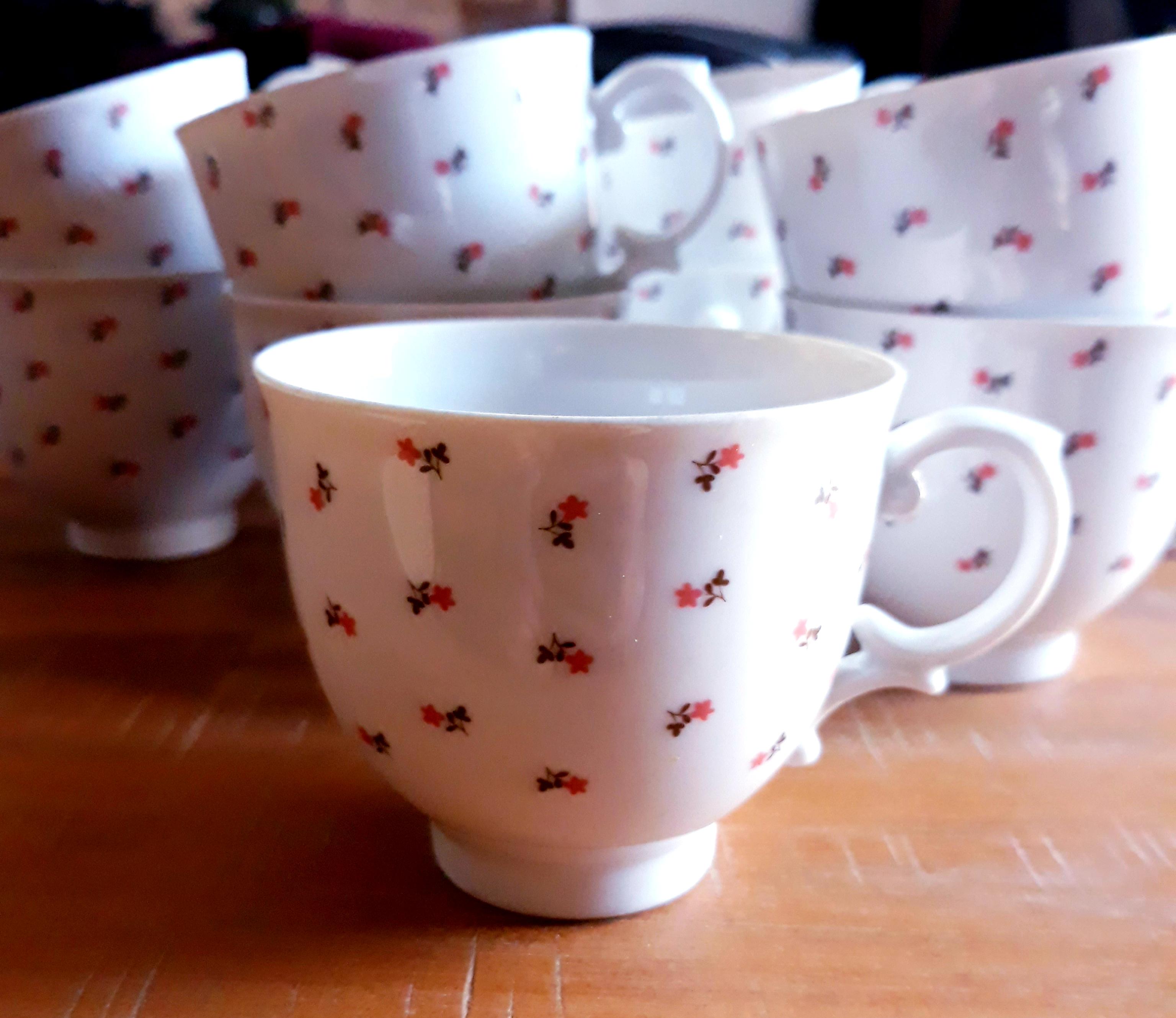 Tasses à café avec soucoupes 66