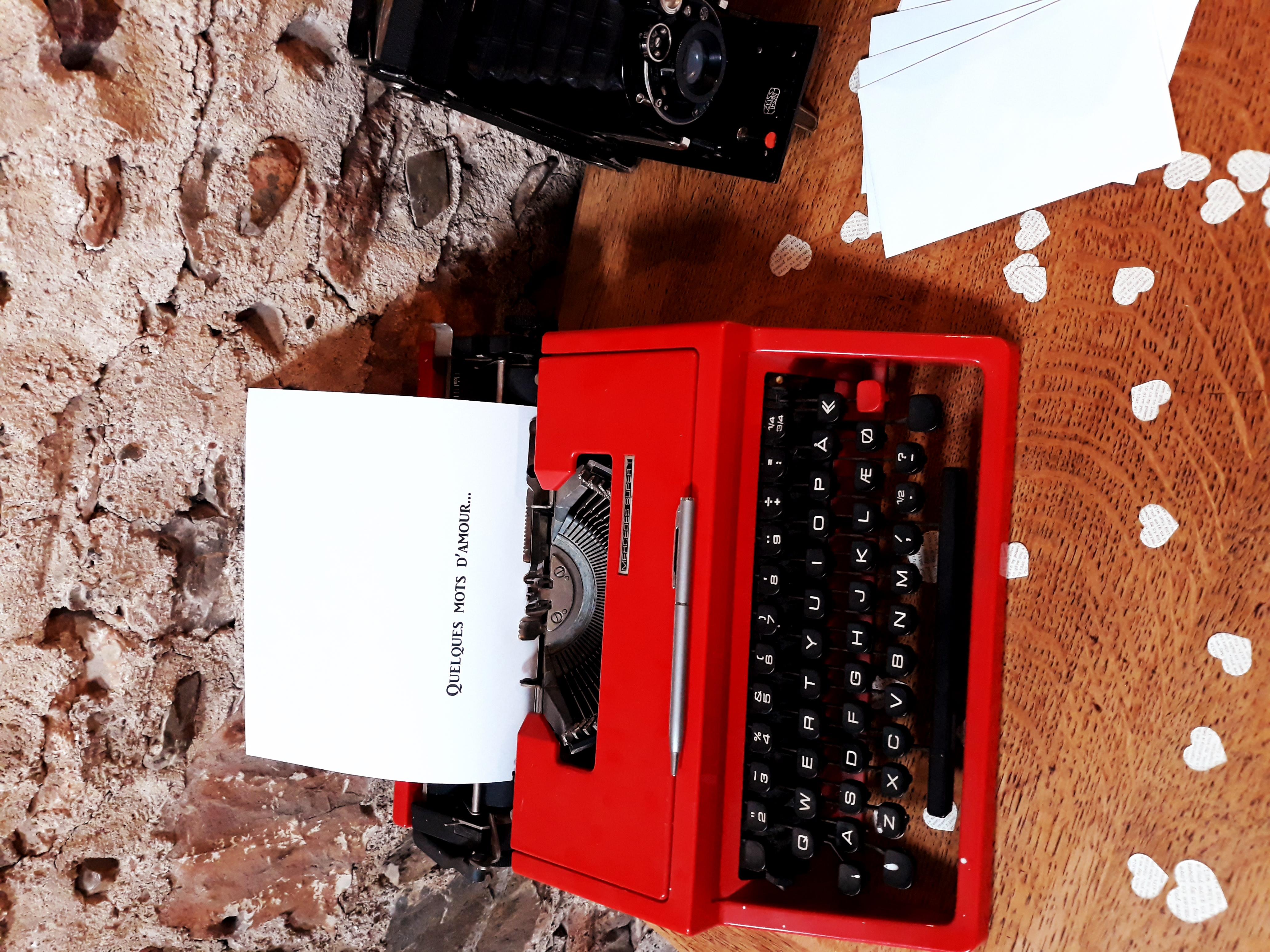 Machine à écrire rouge décoration 66