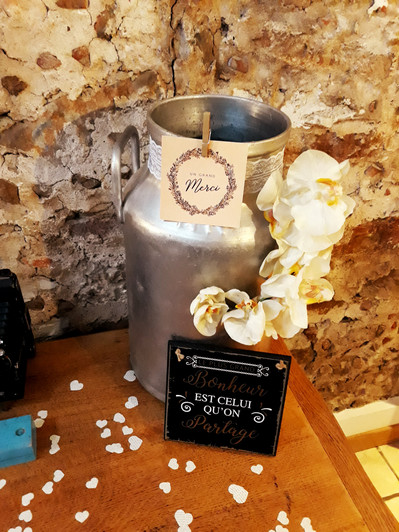 pot à lait urne voeux enveloppe fleurs  décoration decoration mariage wedding evenement perpignan pyrenees orientales 66 vintage deco de lo