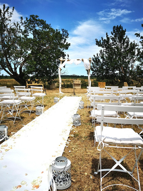 ceremonie-laique-perpignan-arche-bois-flotté-mariage-perpignan.jpg