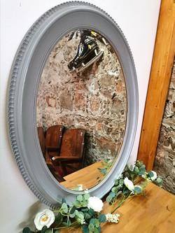 Miroir gris ovale