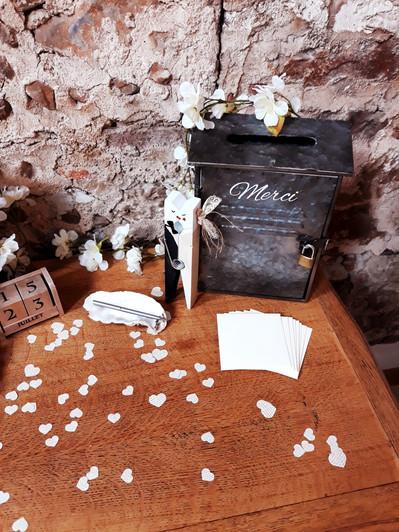 urne boitre métal lettres love coeur amour mariés  décoration decoration mariage wedding evenement perpignan pyrenees orientales 66 vintage deco de lo