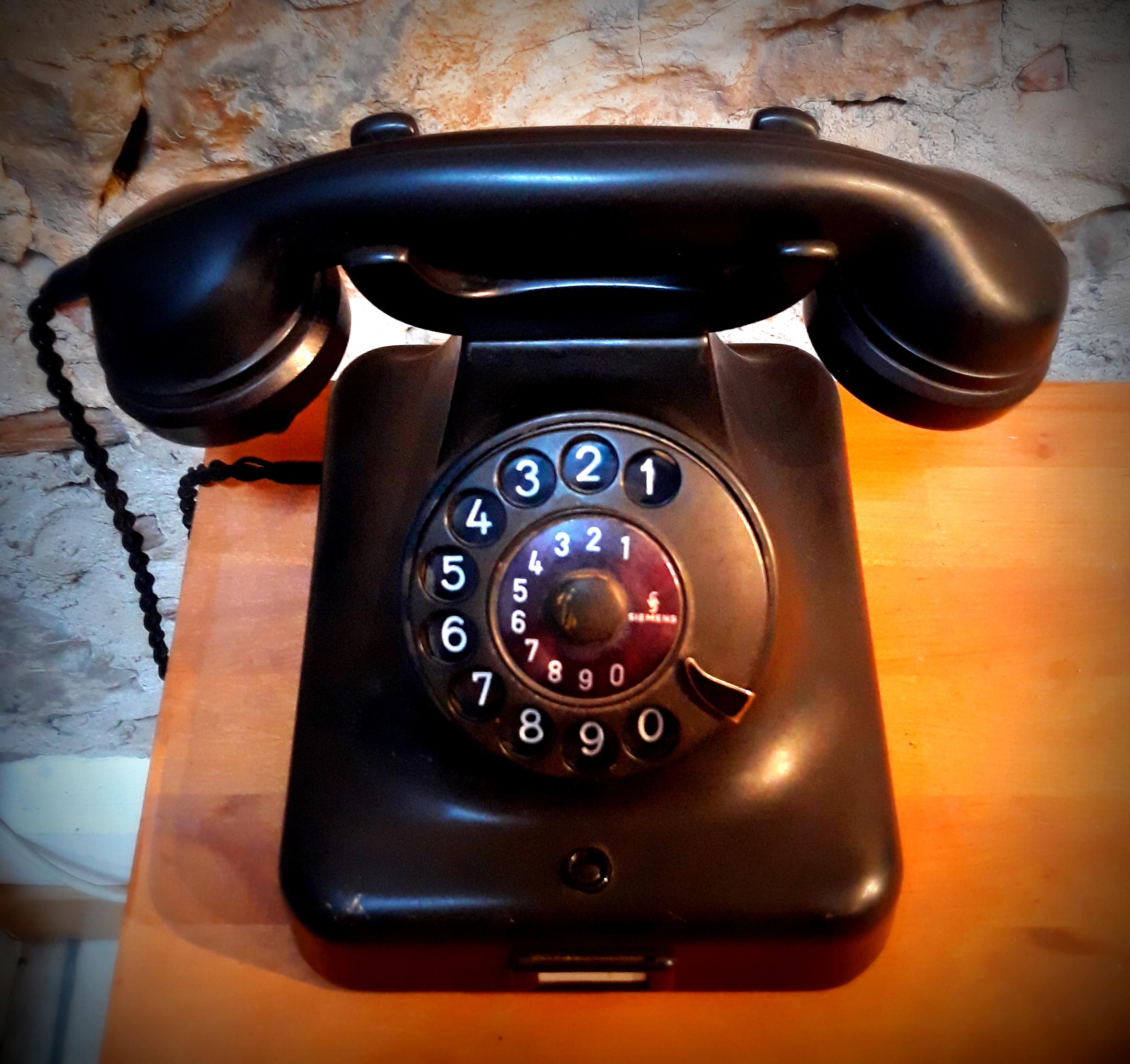 Téléphone noir années 50 décoration