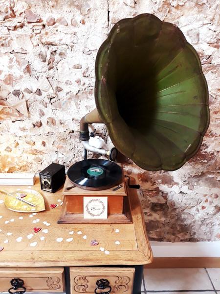 ancien gramophone vert musique location  décoration decoration mariage wedding evenement perpignan pyrenees orientales 66 vintage deco de lo
