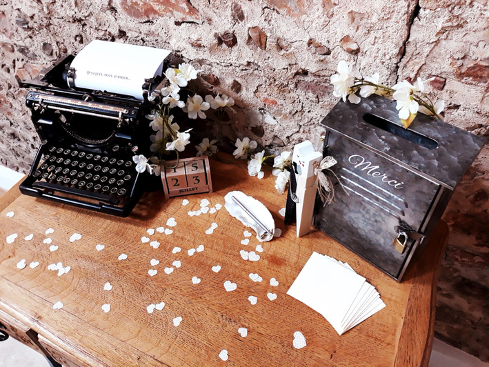 machine écrire redwood urne boite lettre coeur love date  décoration decoration mariage wedding evenement perpignan pyrenees orientales 66 vintage deco de lo