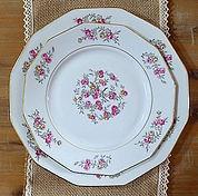 anciene vaisselle assitte table  décoration decoration mariage wedding evenement perpignan pyrenees orientales 66 vintage deco de lo