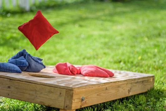 lancer sac sable traditionnel en bois jeu extérieur décoration animation mariage perpignan pyrénées