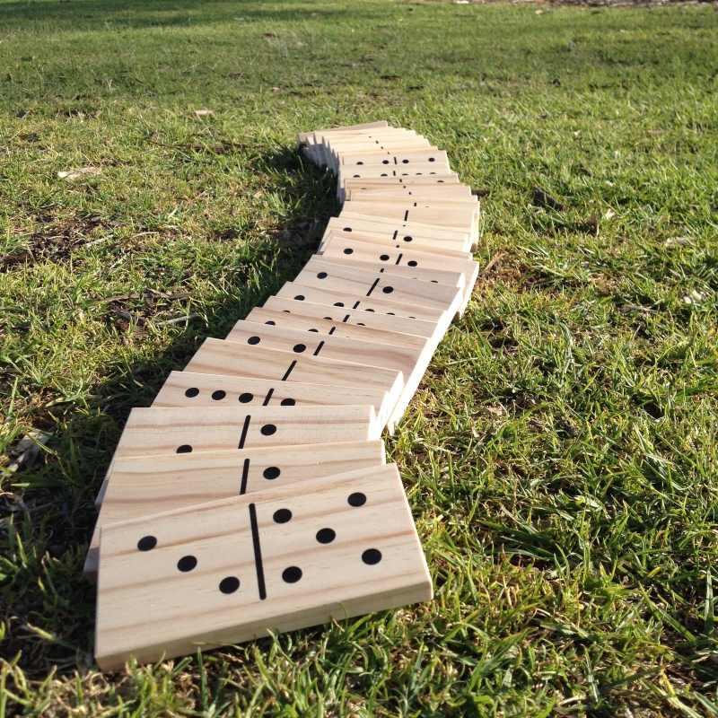 dominos géants en bois  jeu extérieur décoration animation mariage perpignan pyrénées orientales