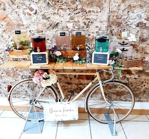 vélo distributeur boissons bar à jus mariage comptoir table champêtre bois beige bohème décoration wedding perpignan pyrénées orientales