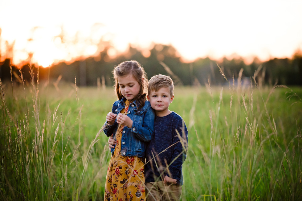 brother and sister siblings hugging outdoor photo session