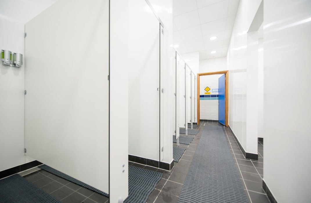 lbs-changing-rooms-3jpg