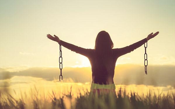woman-feeling-free-in-a-beautiful-natura