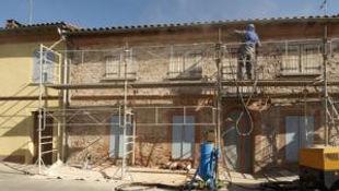 Ravalement d'une façade avec échafaudage