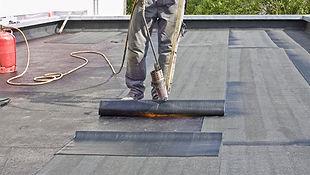 Pose d'étanchéité sur un toit terrasse