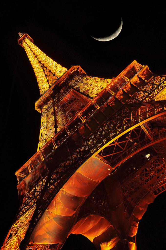 Tour Eiffel and the moon.jpg