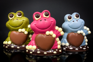 Chocolate frogs _ © Chocolates & Happine