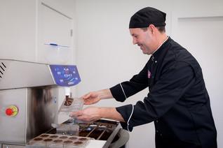Gino making chocolates | © Chocolates &