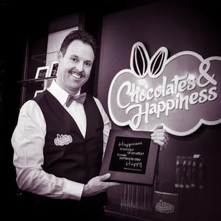 Gino with chocolate box _ © Chocolates &