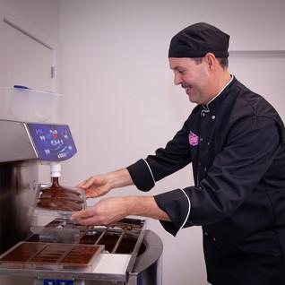Gino making chocolate bars _ © Chocolate